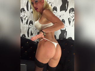 DionneDarling vor der Webcam beim Sex