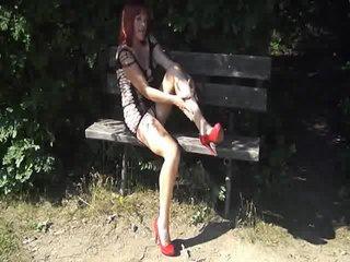 Preview 33: Denisa Ich zeige Dir gerne meinen geilen Körper... Ein bisschen frivol :-)
