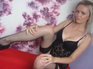 AmelliaStar vor der Webcam beim Sex