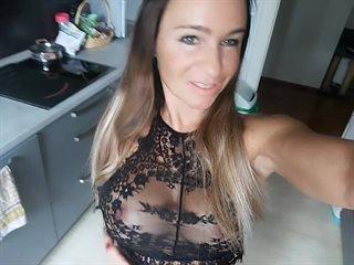 Preview 1: Sara Knackarsch, grosse Titten *Komm rein und spritz. Der geilste Po im Web!
